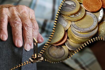 Първата стъпка от предлаганата реформа е намаляване на пенсионната вноска