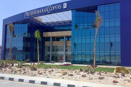 Американската банка Colonial Bank алира п рез 2009 година Консултантската